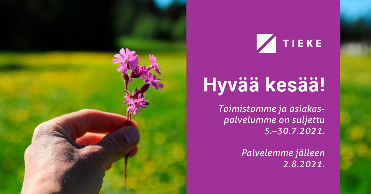 Ihmiskäsi pitelee violettia kukkaa, taustalla peltoa. Tekstissä kerrotaan, että toimisto ja asiakaspalvelu on suljettu 30.7.2021 asti.